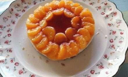 Tarta de Queso y Kéfir con mandarinas en almíbar y mermelada de fresa