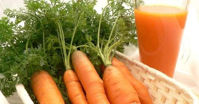 Desayunar zumo de zanahoria y naranja, comer pescado azul y 2 sesiones de yoga semanales ayuda a prevenir la alergia