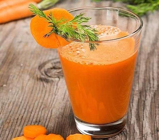 Menú saludable con zumo de zanahoria y jamón ibérico