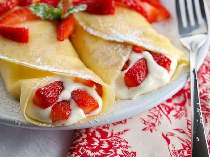 Crepes con fresas y kéfir a la miel