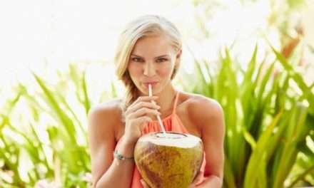 Agua de coco, kéfir y canela para desintoxicar tu cuerpo