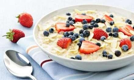 Porridge de avena, bebida vegetal, kefir y frutas