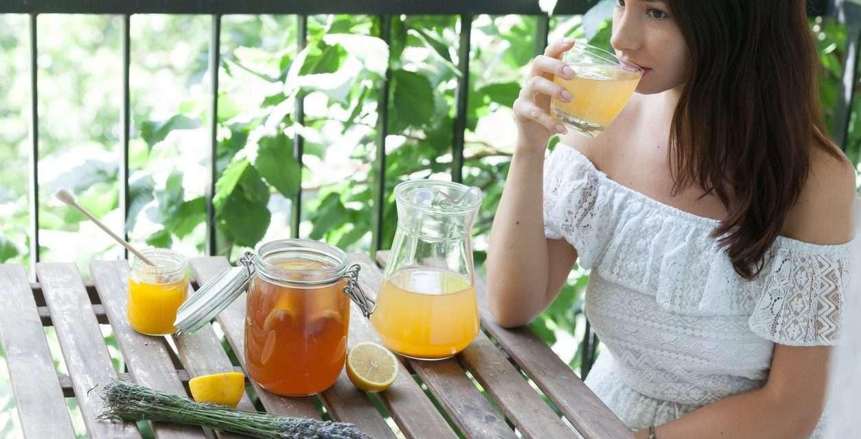 Kombucha: qué sabemos sobre este té fermentado, propiedades y cómo elaborarlo en casa