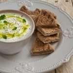 Receta fácil de pita con salsa griega de kéfir