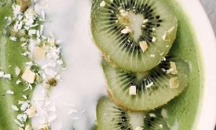 Receta de Batido verde con kéfir y fruta