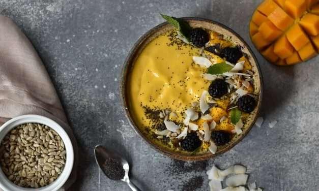 Smoothie Bowl de Mango y Kéfir