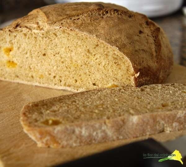 Pan de kéfir, miel de palma y mango