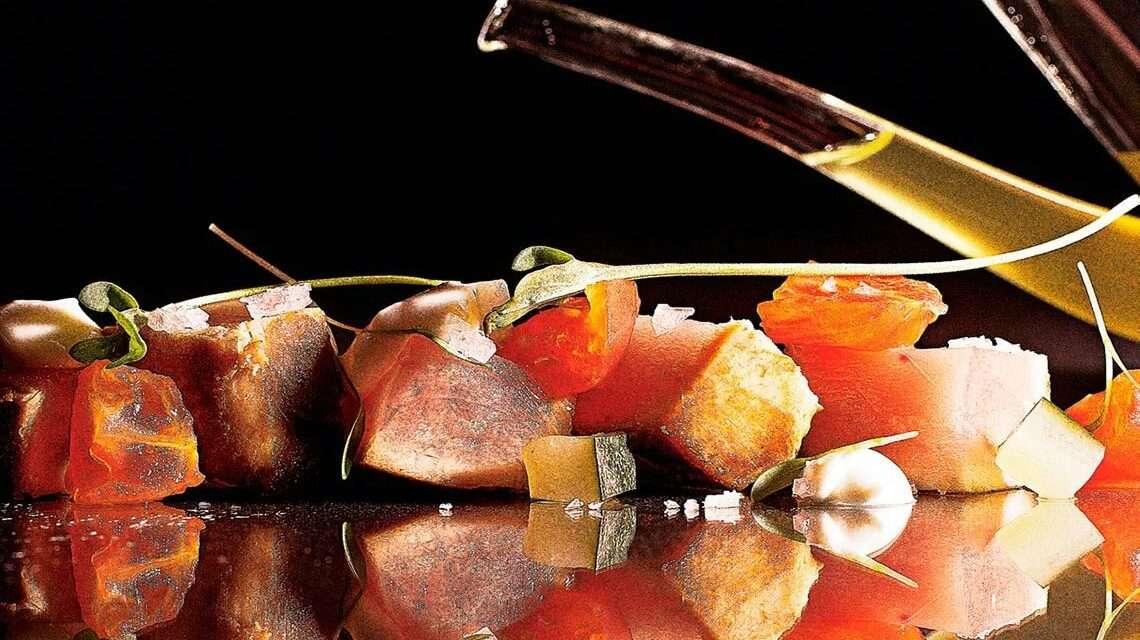 Atún marinado con pepino y kéfir