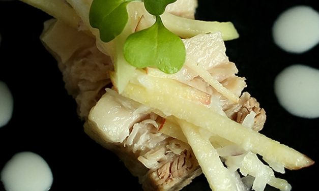 Panceta de cerdo estofada con ensalada de colinabo y kefir