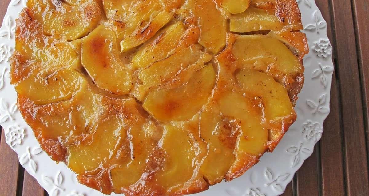 Bizcocho de kéfir y manzanas caramelizadas